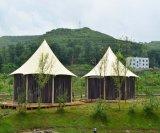 屋外の大きく贅沢なGlampingのサファリのホテルのテント