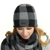 Sombreros hechos punto invierno de la gorrita tejida de Earflaps con la bufanda