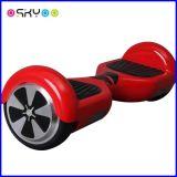 電気スマートなスクーターのバランスをとっている2つの車輪の自己