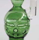 원색 녹색 유리 수관, 빛나는 유리에 의하여 연기가 나는 수관