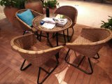 Sofà di vimini del rattan impostato per il balcone dell'hotel