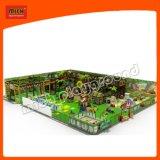 Parque de atracciones popular de los niños del tema del bosque