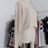 全身ケーブルパターンおよびロール端が付いている重いゲージの冬の流行様式の柔らかく暖かい女性のセーターの上