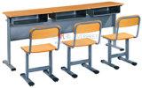 木3人の学生の学校家具の金属の机および椅子の/Schoolののための学校の執筆椅子および机机および椅子