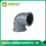 Instalación de tuberías del PVC codo de 90 grados