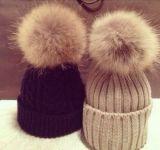 小さい順序は自由な毛皮のPOMによって編まれた帽子の冬の帽子をカスタマイズした