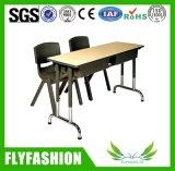 Bureau et présidences d'élève de meubles de salle de classe réglés