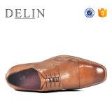 2018 горячих продуктов Non-Slip High Gloss большого размера мужчин кожаную обувь