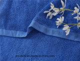 贅沢で青いタオルのギフトのロゴの一定の綿の表面タオル