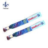 Изготовленный на заказ дешево один Wristband празднества случая пользы времени сплетенный тканью