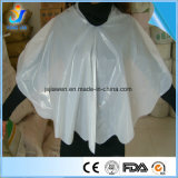 Hairdressers를 위한 Disposable 주문을 받아서 만들어진 Plastic PE Haircutting Cape