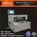 Tabulación de la zanja del índice del borde del libro de Nic32A que hace la máquina del cortador que corta con tintas