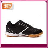 Chaussures confortables respirables du football à vendre