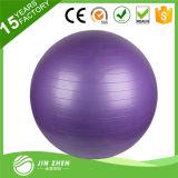 Осуществлять мяч для фитнеса, стабильности и равновесия и йога