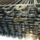 Rete fissa d'acciaio ornamentale con la parte superiore dell'arco