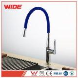 Mélangeur escamotable de cuisine de ventes directes d'usine avec le boyau bleu de l'eau de cobra simple de Ridge pour le robinet de cuisine