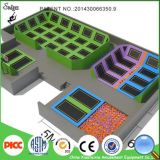 Saut printanière extrême grand trampoline Park