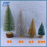 Wenig nichtgewebter Weihnachtsbaum für Weihnachtstag 2018