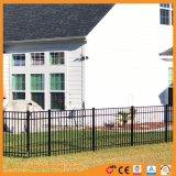 電流を通された平屋建家屋の駐屯隊の住宅に庭の囲うこと