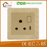 Soquete de parede BRITÂNICO do soquete dobro do USB com interruptor dobro