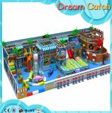 Campo da giuoco dell'interno del grande di sconto castello impertinente dei bambini