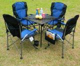 닫집 그늘을%s 가진 금속 의자와 테이블 다리; 휴대용 야영지