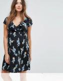 工場妊婦の新しい一見の花の覆いの服