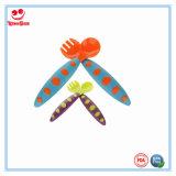 Cuchara y fork plásticas coloridas del bebé