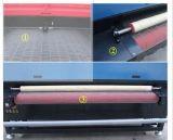 自動供給レーザーの切断および切断の布のソファーに使用する彫版機械
