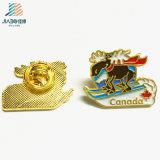 Pin su ordinazione del risvolto del metallo di marchio dell'orso dello smalto dei prodotti caldi per il regalo del Canada