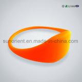 Wristband de goma del silicón del estilo de encargo