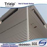 Les panneaux muraux en métal trapézoïdal.