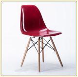 居間のプラスチック余暇の椅子