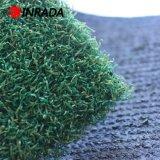 パット用グリーンのゴルフは人工的な草にカーペットを敷く