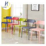 低の卸売価格の背部販売のためのスタック可能プラスチックArmrestの椅子
