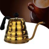 Vierta sobre el café y el té que vierte el pote del goteo de la caldera