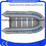 Populäres China-fabrikmäßig hergestelltes weißes Rudersport Belüftung-aufblasbare Fischerboote mit harter Furnierholz-Unterseite