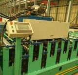 Buntes Stahlmetalldach, das Maschine herstellt