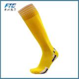 Calcetines coloridos del fútbol para el partido de fútbol