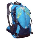Перемещение способа укладывает рюкзак мешок спортов для напольного