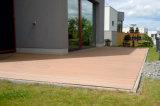 Улучшайте чем давит обработанный деревянный водоустойчивый настил Decking плавательного бассеина