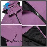 Длинняя куртка дождя втулки мягко с капюшоном Windproof для женщин