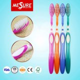 Toothbrush plástico do punho brilhante Non-Slip por atacado dos PP para o uso adulto