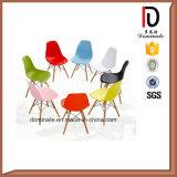 椅子を食事する熱い販売のプラスチックの木足の最もよい価格