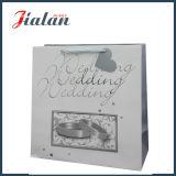 Cor branca com o saco de papel do presente da compra do casamento da corda da fita