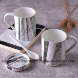 Caneca cerâmica cinzenta e preta