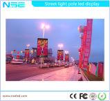 Visualización de poste de luz de calle del cartel de la luz de la ciudad de sistema del movimiento en sentido vertical
