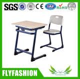 고전적인 전통적인 학교 의자 세트