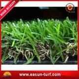 Hierba que ajardina natural artificial para las decoraciones del jardín