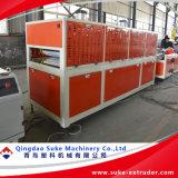 Le WPC PVC Extrusion de profil en plastique du bois de décisions de la machine de l'extrudeuse